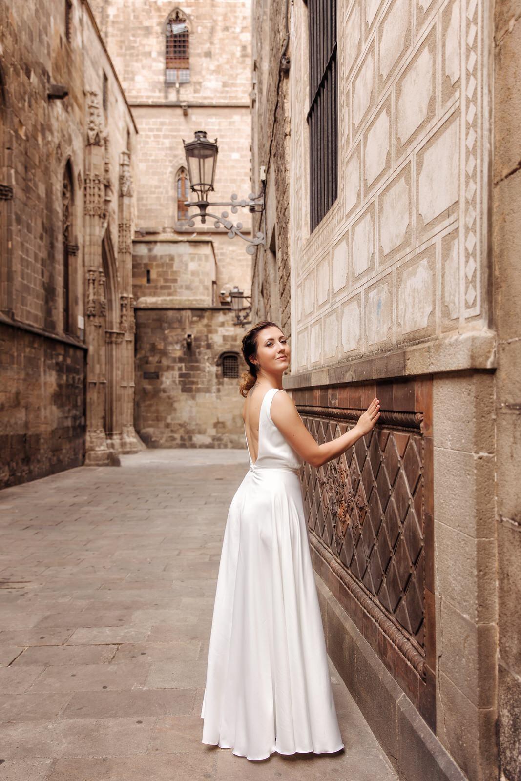 Невеста в готическом квартале
